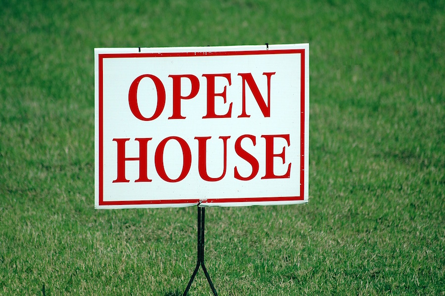 Open house sign with selling tips